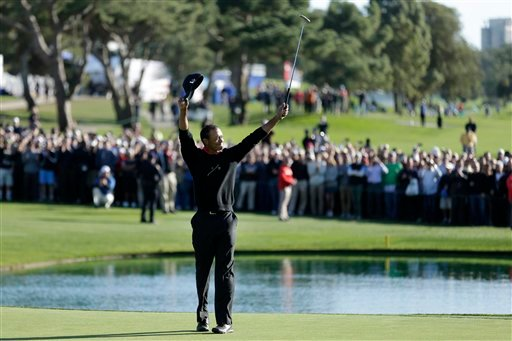 © Tiger Woods celebrates after his victory in the Farmers Insurance Open golf tournament Monday, Jan. 28, 2013, at Torrey Pines Golf course in San Diego. (AP Photo/Gregory Bull)