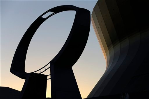© A statue depicting the Vince Lombardi Super Bowl Trophy stands outside the Mercedes-Benz Superdome at sunset on Friday, Feb. 1, 2013, in New Orleans.