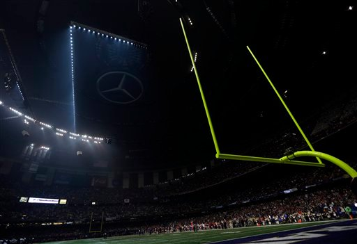 © Half the lights are out in the Superdome during a power outage in the second half of the NFL Super Bowl XLVII football game between the San Francisco 49ers and Baltimore Ravens on Sunday, Feb. 3, 2013, in New Orleans. (AP Photo/Marcio Sanchez)