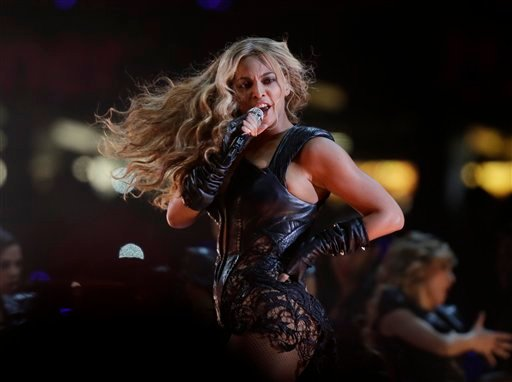 © Beyonce performs during the halftime show of the NFL Super Bowl XLVII football game between the San Francisco 49ers and the Baltimore Ravens, Sunday, Feb. 3, 2013, in New Orleans. (AP Photo/Matt Slocum)