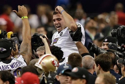 © Baltimore Ravens quarterback Joe Flacco (5) is lifted into the air by teammates after defeating the San Francisco 49ers 34-31 in the NFL Super Bowl XLVII football game, Sunday, Feb. 3, 2013, in New Orleans. (AP Photo/Bill Haber)