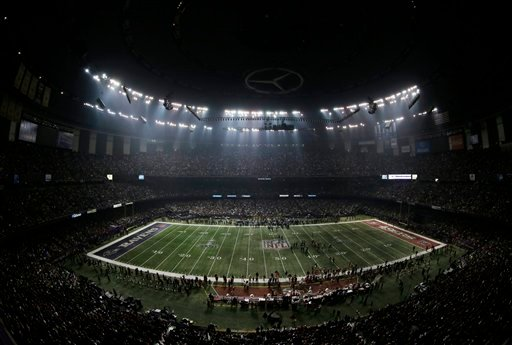 © Fans and members of the Baltimore Ravens and San Francisco 49ers wait for power to return in the Superdome during an outage in the second half of the NFL Super Bowl XLVII football game, Sunday, Feb. 3, 2013, in New Orleans. (AP Photo/Charlie Riedel)