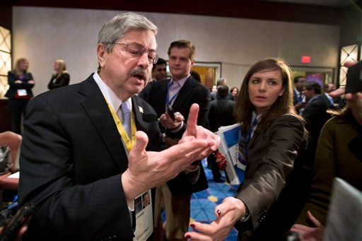 © Iowa Gov. Terry Branstad, left, speaks to reporters during a break at the opening session of the National Governors Association 2013 Winter Meeting in Washington, Saturday, Feb. 23, 2013.