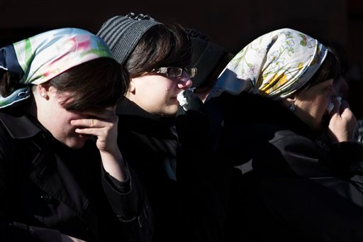 © Members of the Satmar Orthodox Jewish community grieve at the funeral of two expectant parents who were killed in a car accident, Sunday, March 3, 2013, in the Brooklyn borough of New York.