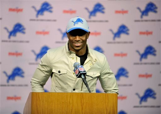 © Reggie Bush speaks at a news conference after agreeing to a four-year deal with the Detroit Lions NFL football team, Wednesday, March 13, 2013 in Detroit. (AP Photo/Detroit News, John T. Greilick)