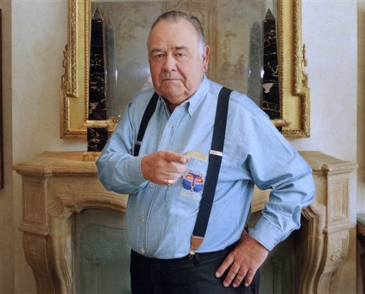 This May 6, 1997 file photo shows comedian Jonathan Winters posing at a hotel in Beverly Hills, Calif. Winters, whose breakneck improvisations inspired Robin Williams, Jim Carrey and many others, died Thursday, April 11, 2013, at his Montecito, Calif.