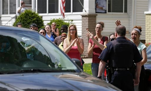 Neighbors and friends of Amanda Berry clap as she arrives at her sister's home Wednesday, May 8, 2013, in Cleveland (AP Photo/Tony Dejak)
