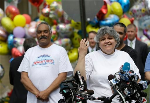 Sandra Ruiz, aunt of Gina DeJesus, speaks to the media after Gina's homecoming,Wednesday, May 8, 2013, in Cleveland. (AP)