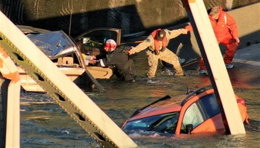 photo provided by Francisco Rodriguez, rescue workers form a human chain as they begin to remove a woman who reaches out from a smashed pickup truck that fell into the Skagit River after the collapse of the Interstate 5 bridge(AP Photo/Francisco Rodrigue)