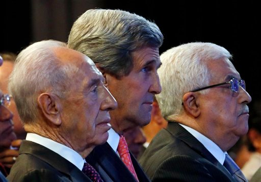 U.S. Secretary of State John Kerry, Israeli President Shimon Peres, left, and Palestinian President Mahmoud Abbas, right, participate in the World Economic Forum on the Middle East and North Africa at the King Hussein Convention Center.