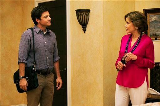 """This undated publicity photo provided by Netflix shows Jason Bateman, left, and Jessica Walter in a scene from the new season of """"Arrested Development"""" on Netflix. (AP)"""