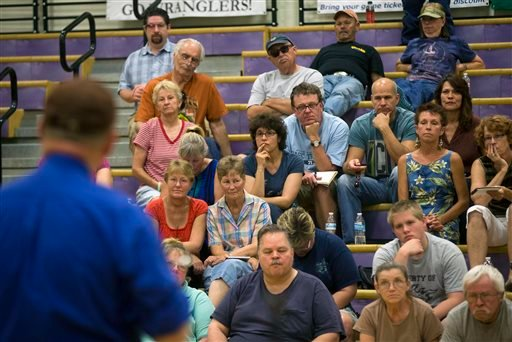 Evacuees from Yarnell and Glen Ilah, Ariz. listen during a community meeting at the Red Cross Shelter in Wickenburg, Ariz. on Saturday, July 6, 2013. (AP)
