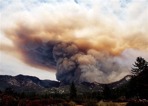 The Mountain Fire near Lake Hemet pours smoke into the sky Tuesday July 16, 2013. (AP Photo/The Press-Enterprise, Frank Bellino)