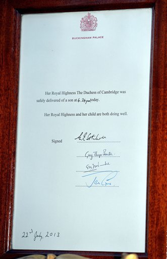 The official notification in the forecourt of Buckingham Palace, to announce the birth of a baby boy at 4.24pm to the Duke and Duchess of Cambridge at St Mary's Hospital in west London, Monday July 22, 2013.