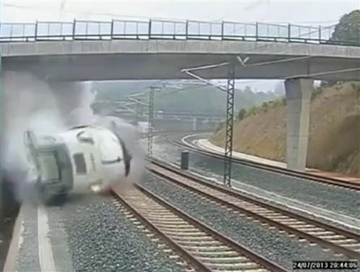 This image taken from security camera video shows a train derailing in Santiago de Compostela, Spain, on Wedmesday July 24, 2013. (AP Photo)