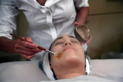 In this Wednesday, July 17, 2013 photo, salon owner Shizuka Bernstein gives what she calls a Geisha Facial to Mari Miyoshi at Shizuka New York skin care in New York.