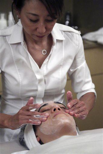 In this Wednesday, July 17, 2013 photo, salon owner Shizuka Bernstein gives what she calls a Geisha Facial to Mari Miyoshi at Shizuka New York skin care in New York.