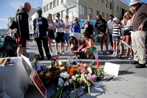 People look at a makeshift memorial for Italian newlywed Alice Gruppioni, 32, is seen on Ocean Front Walk at Venice Beach on Monday, Aug. 5, 2013, in Los Angeles. (AP)