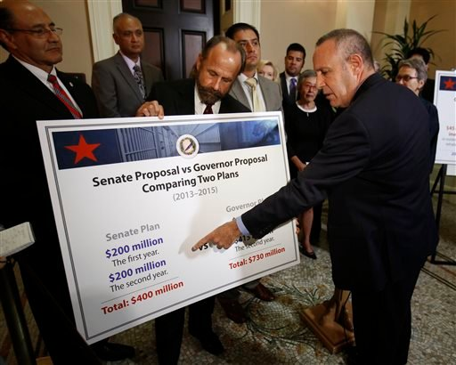 State Senate President Pro Tem Darrell Steinberg, D-Sacramento, right, points to a chart that compares the cost of Senate Democrats' proposal to reduce prison crowding compared to one proposed by the governor, during a Capitol news conference. (AP)