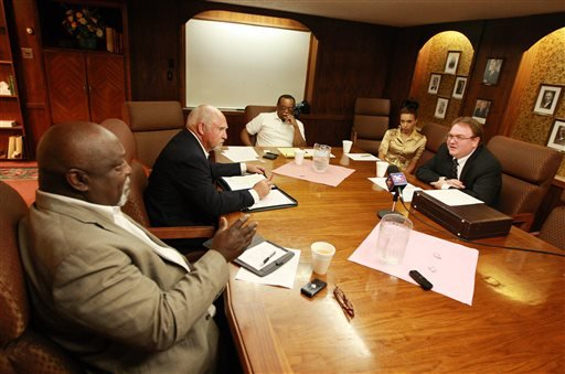 The leadership of the NAACP Casper branch speak with John Abarr, far right, a kleagle of the United Klans of America out of Great Falls, Mont., on Saturday night, Aug. 31, 2013 at the Parkway Plaza hotel in Casper, Wyo. (AP)