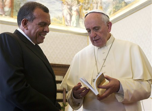 Pope Francis talks with Honduras' President Porfirio Lobo Sosa, during a private audience at the Vatican, Friday, Sept. 20, 2013. (AP Photo/Claudio Peri, Pool)
