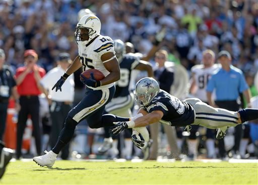 San Diego Chargers tight end Antonio Gates, left, scores past Dallas Cowboys middle linebacker Sean Lee during the second half of an NFL football game Sunday, Sept. 29, 2013, in San Diego. (AP Photo/Gregory Bull)