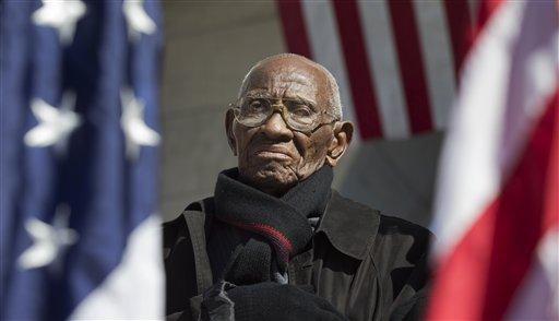 Richard Overton the oldest living WWII veteran, listens during a Veterans Day ceremony attended by President Barack Obama, commemorating Veterans Day, Monday, Nov. 11, 2013, at Arlington National Cemetery in Arlington, Va. (AP)