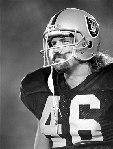 This Aug. 15, 1987, photo provided by the NFL shows Los Angeles Raiders tight end Todd Christensen (46) during a preseason football game against the San Francisco 49ers in Los Angeles.