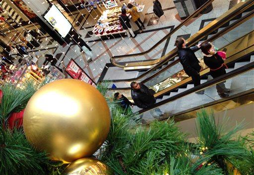 Shoppers move through a mall in Cambridge, Mass., Tuesday, Nov. 26, 2013. (AP)
