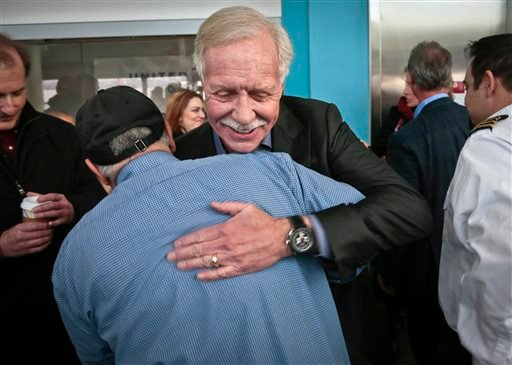 """Captain Chesley """"Sully"""" Sullenberger III, center, pilot of U.S. Airways Flight 1549, hugs Louis Salerno, a senior deck hand with N.Y. Water ways ferry, on Wednesday, Jan. 15, 2014 in New York. (AP)"""