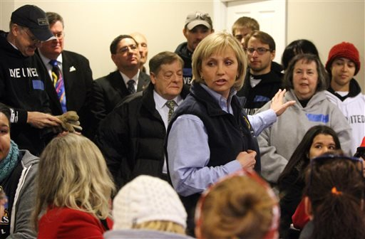 Lt. Gov. Kim Guadagno speaks to a group of volunteers during the Dr. Martin Luther King, Jr. National Day of Service in Union Beach, N.J., Monday, Jan. 20, 2014. (AP)