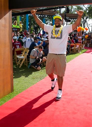 Detroit Lions tackle Ndamukong Suh walks out of the green room into the crowd during the NFL Pro Bowl football draft, Wednesday, Jan. 22, 2014, in Kapolei, Hawaii.