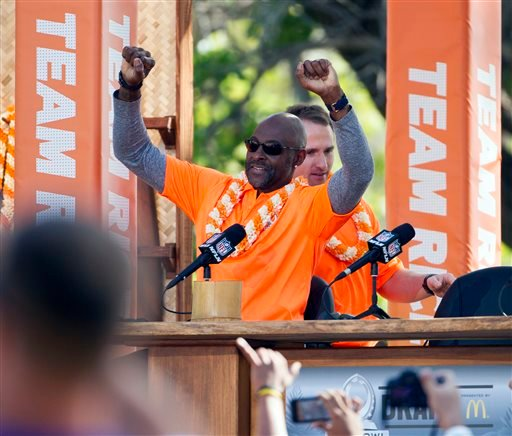 NFL great Jerry Rice acknowledges the crowd after being introduced along with New Orleans Saints quarterback Drew Brees, back, during day two of the 2014 Pro Bowl Draft, Wednesday, Jan. 22, 2014, in Kapolei, Hawaii.