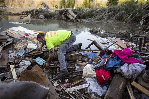 Iraq War veteran and local Little League coach Matt Pater, 32, searches through debris following Saturday's destructive mudslide, near Oso Wash, Monday, March 24, 2014. (AP)
