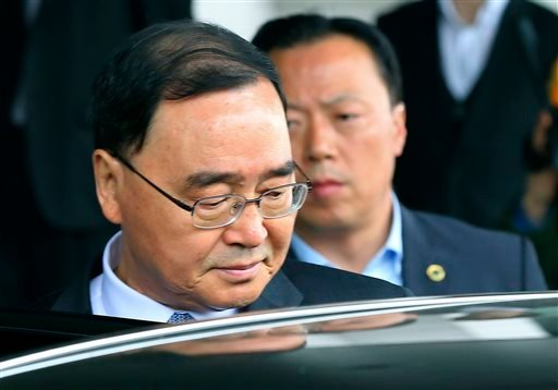 South Korean Prime Minister Chung Hong-won gets into a car to leave the Central Government Complex in Seoul, South Korea, Sunday, April 27, 2014.