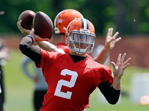 Cleveland Browns quarterback Johnny Manziel (2) passes during organized team activities at the NFL football team's facility in Berea, Ohio Tuesday, June 3, 2014. (AP Photo/Mark Duncan)