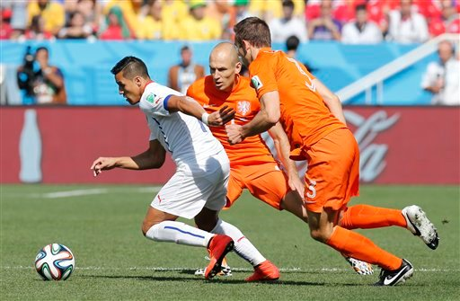 Chile's Alexis Sanchez, left, is challenged by Netherlands' Stefan de Vrij, right, and Arjen Robben during the group B World Cup soccer match between the Netherlands and Chile at the Itaquerao Stadium in Sao Paulo, Brazil, Monday, June 23, 2014.