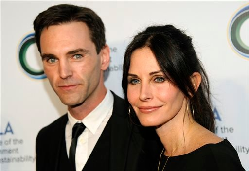 This March 21, 2014 file photo shows actress Courteney Cox, right, and her musician boyfriend Johnny McDaid at the UCLA Institute of the Environment and Sustainability's An Evening of Environmental Excellence in Beverly Hills, Calif.