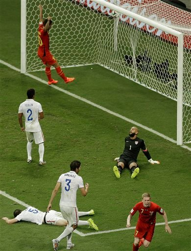 Belgium's Kevin De Bruyne, front right, celebrates scoring the opening goal during the World Cup round of 16 soccer match between Belgium and the USA at the Arena Fonte Nova in Salvador, Brazil, Tuesday, July 1, 2014.