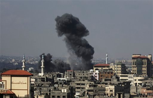 Smoke rises after Israeli missile strikes hit the northern Gaza Strip, Wednesday, July 16, 2014. (AP)