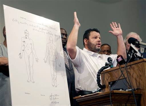 Forensic pathologist Shawn Parcells speaks during a news conference to share preliminary results of a second autopsy done on Michael Brown Monday, Aug. 18, 2014, in St. Louis County, Mo. (AP)