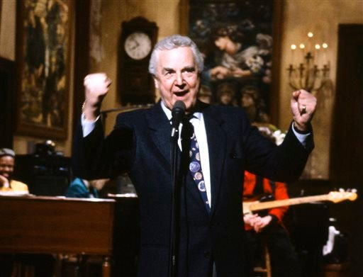 "This March 14, 1992 photo provided by NBC shows announcer Don Pardo on the set of ""Saturday Night Live."" (AP)"