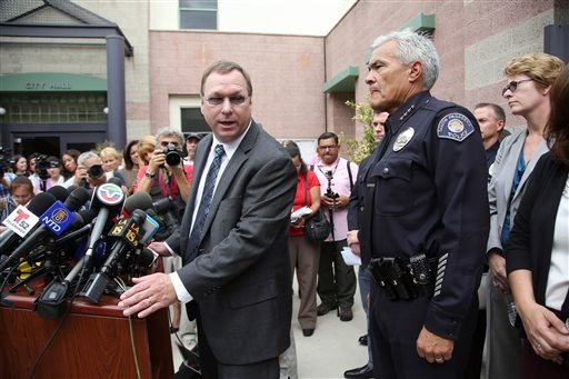 South Pasadena, Calif., police chief Arthur Miller, right, and South Pasadena Unified School District superintendent Dr. Geoff Yanz at a City Hall news conference Tuesday, Aug. 19, 2014. (AP)