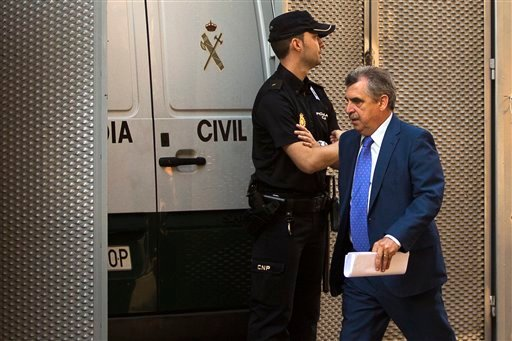 Judge Ismael Moreno, right, in charged of Ashya King case arrives to the National court in Madrid, Spain, Monday, Sept. 1, 2014.