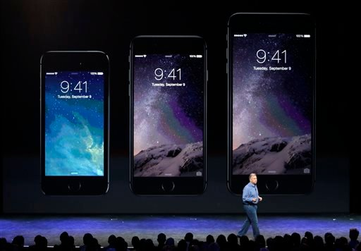 Phil Schiller, Apple's senior vice president of worldwide product marketing, discusses the new iPhone 6, center, and iPhone 6 plus, right, on Tuesday, Sept. 9, 2014, in Cupertino, Calif. (AP Photo/Marcio Jose Sanchez)