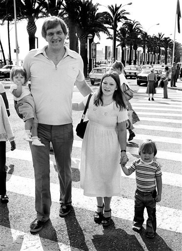 "In this 1978 file photo, American actor Richard Kiel, 7' 2"" weighing 327 pounds, strolls along the ""Croisette"" with 17 month Jennifer, his wife Dianne and their 3 year old son, Richard G."