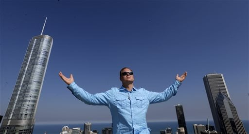 Daredevil Nik Wallenda poses for a portrait on the roof of the Leo Burnett Building in downtown Chicago, Wednesday, Sept. 17, 2014. (AP)