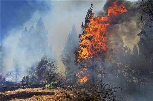 Cal Fire strike crews battle the King Fire in El Dorado County near Fresh Pond, Calif. on Wednesday, Sept. 17, 2014. (AP Photo/The Sacramento Bee, Randall Benton)