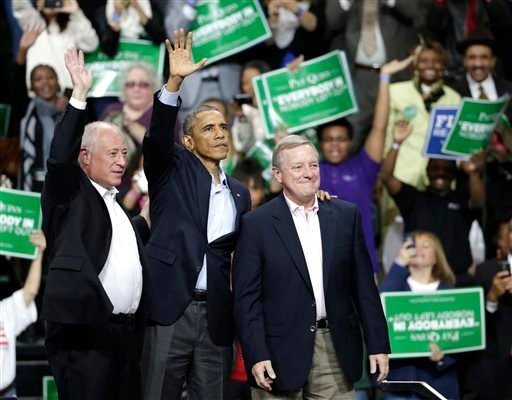 President Barack Obama, center, stands with Illinois Gov. Pat Quinn, left, and U.S. Sen. Dick Durbin, during an early voting and campaign rally for Illinois Gov. Pat Quinn at Chicago State University Sunday, Oct. 19, 2014, in Chicago. (AP)