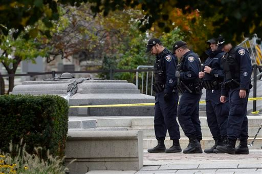 Police officers look for evidence at the National War Memorial in Ottawa on Thursday, Oct. 23, 2014.